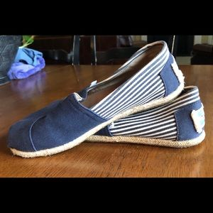 Toms Navy Blue and White